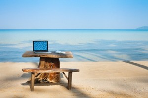 laptop-beach-vacation